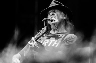 Neil Young  - Burg Clam